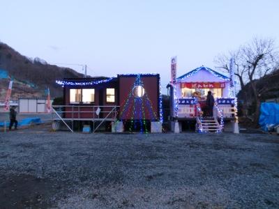 オープンしたお好み焼き屋(右)と、近日オープン予定のお弁当店(左)
