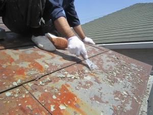 トタン屋根塗装剥がれケレンかけ