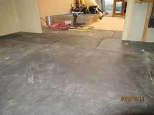 青梅市マンション床遮音フロアー下地材の様子
