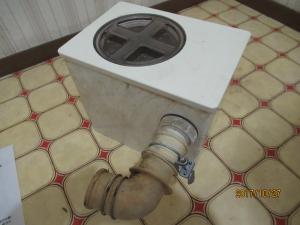 洗面台の中の排水ボックス