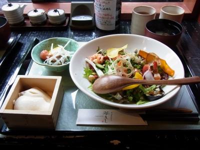 海老グリルサラダ丼(梅ドレッシング)