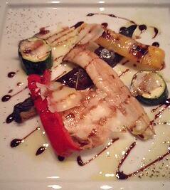 スペーゼの前菜「季節野菜の炭火焼きバルサミコソースとパルミジャーノ」