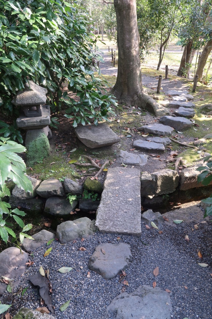 暗渠排水と飛び石 kyoto
