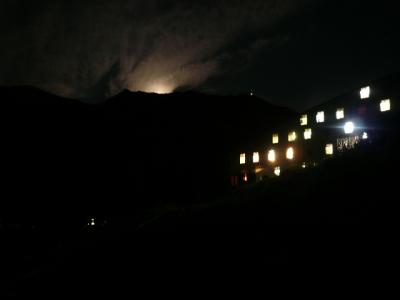 雷鳥沢ヒュッテ 月明かり