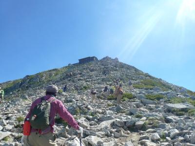 雄山へ向かう岩場
