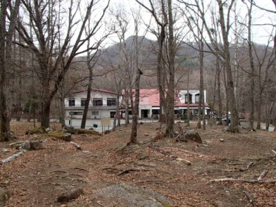 登山道から瑞牆山荘