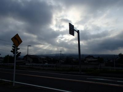 登山日の朝曇り