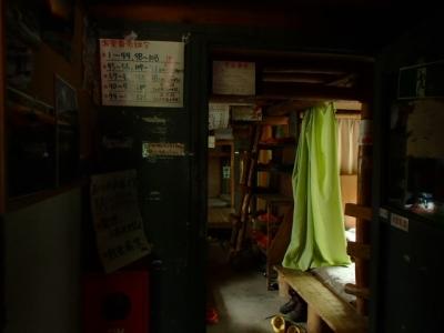 薬師岳小屋内