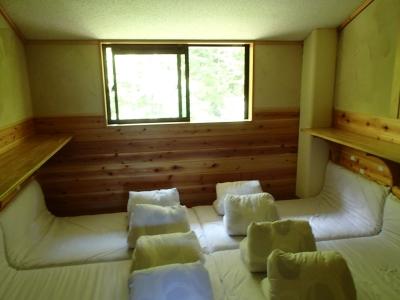 白根御池小屋2F相部屋
