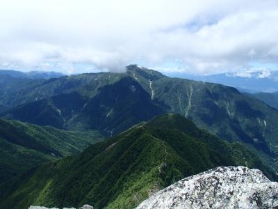 甲斐駒ケ岳から見た仙丈ケ岳