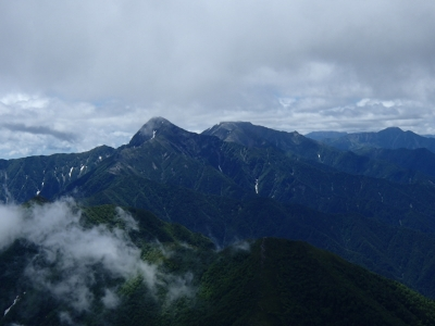 甲斐駒ケ岳から見た北岳間ノ岳