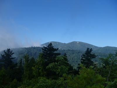 遠くに見える平ヶ岳