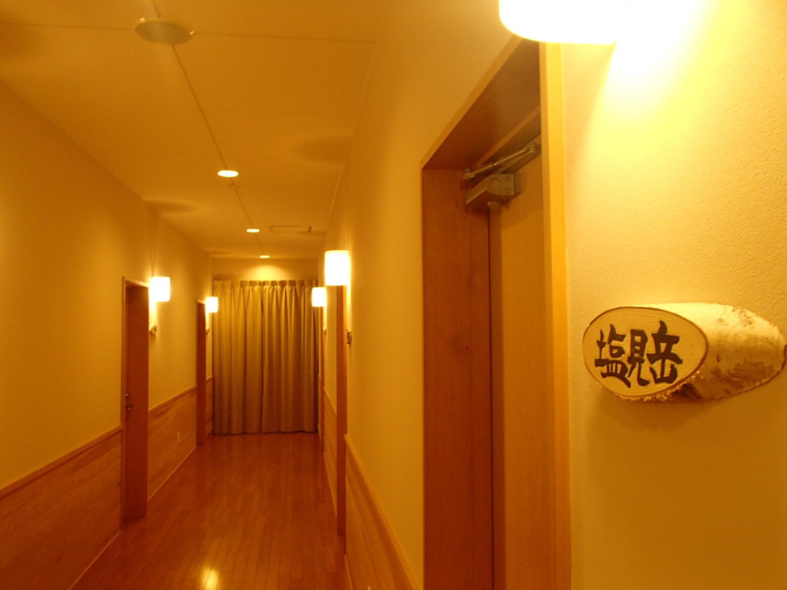 白樺荘 廊下 .JPG