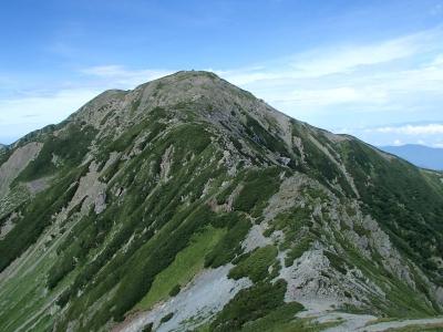 振り返ると中岳山頂が