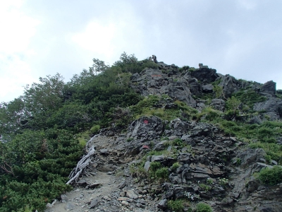 千枚岳付近は岩場も