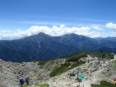 下山の稜線