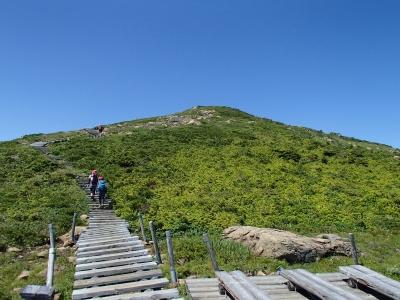 山頂付近の木道