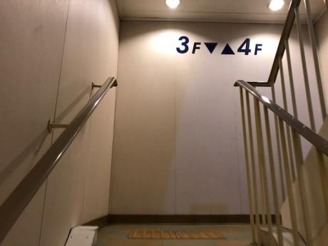 船内階段.JPG
