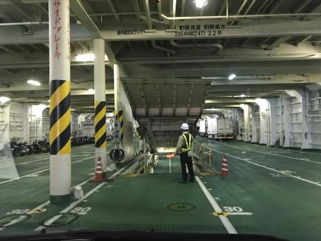 船内駐車場.JPG