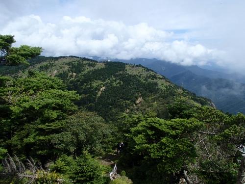 八経ヶ岳山頂から弥山小屋方面.JPG
