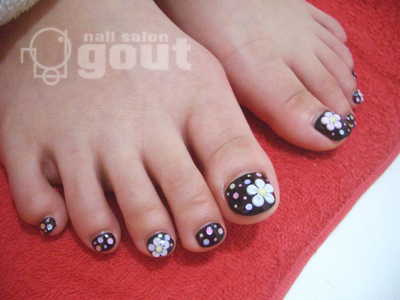 五反田 ジェル nail salon gout ネイル ホワイト グラデーション五反田 ジェル nail salon gout ネイル フット ブラック ドット
