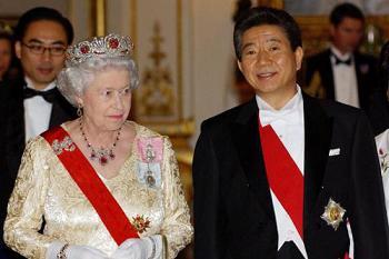 韓国 女王陛下から頂いた盧武鉉の勲章 ノムヒョン