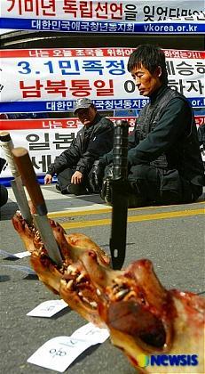 韓国 デモ 犬の頭