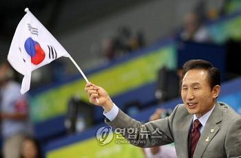 韓国 さかさま太極旗 李明博大統領