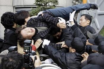 韓国 WSJ 火病 抗議