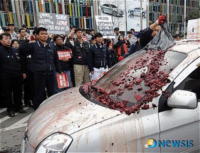 韓国 牛の血デモ