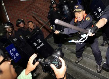 韓国 デモ 警察