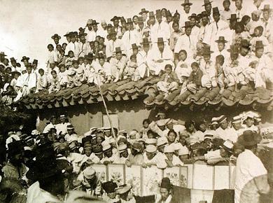 韓国 白衣の群集
