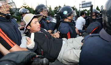 韓国 警察に連行される進歩政党と市民団体会員
