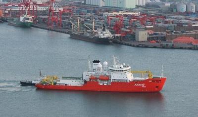 韓国 砕氷船