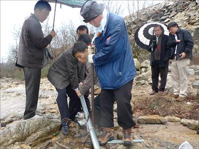 韓国 日帝の鉄杭抜き遊び