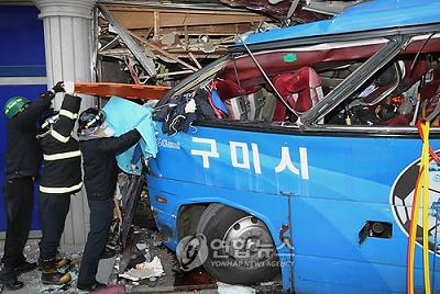 韓国 サッカーチームのバス