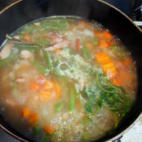 サマーサボリースープを作る