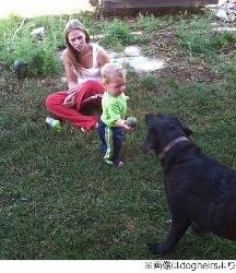愛犬がプール転落の男児救助