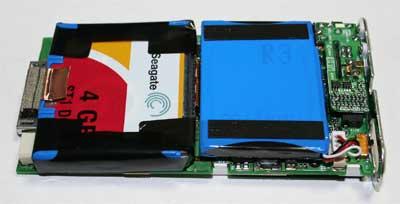 iPod内部裏側にHDDとバッテリー