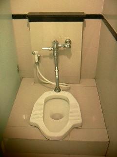 111018インドネシアトイレ和式_001.jpg