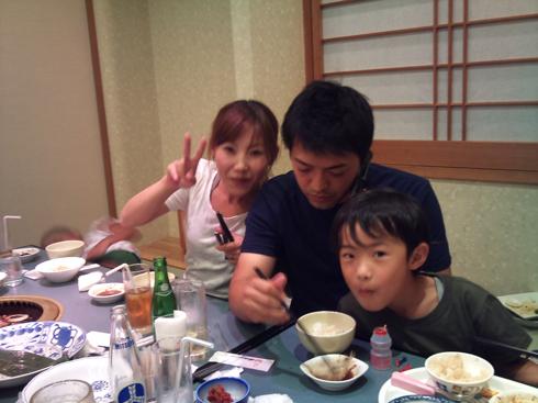 弟家族と食事。