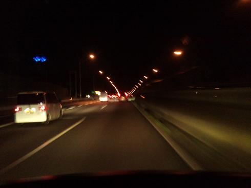 夜の高速。
