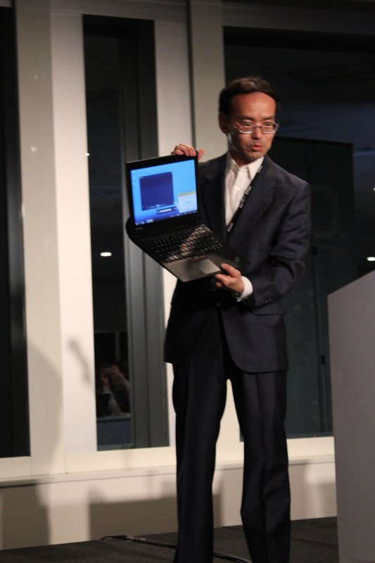 ThinkPad X1の堅牢性をアピール