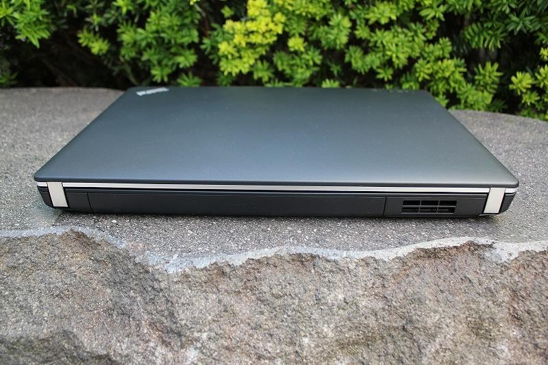 ThinkPad Edge E430の背面
