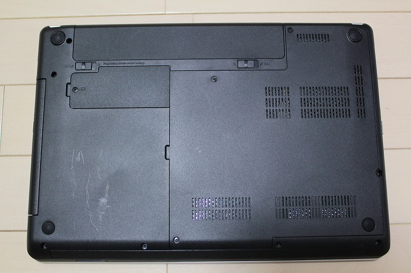 ThinkPad Edge E430の底面