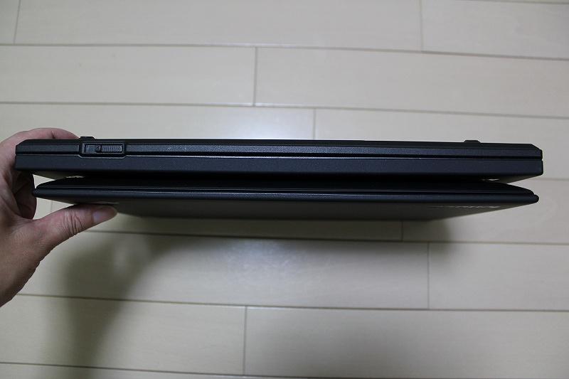 ThinkPad X1 CarbonとT430sの側面の比較(全面)