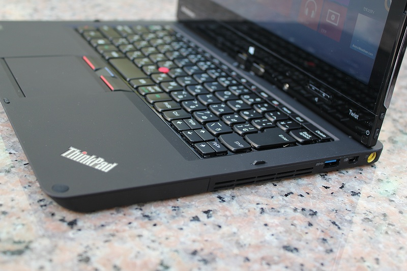 ThinkPad Twist 右側面