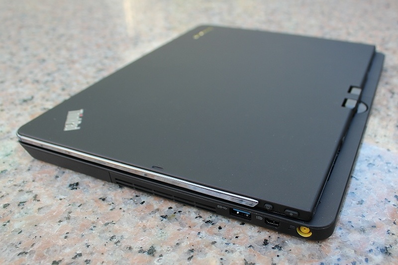 ThinkPad Twistの天板 (側面)