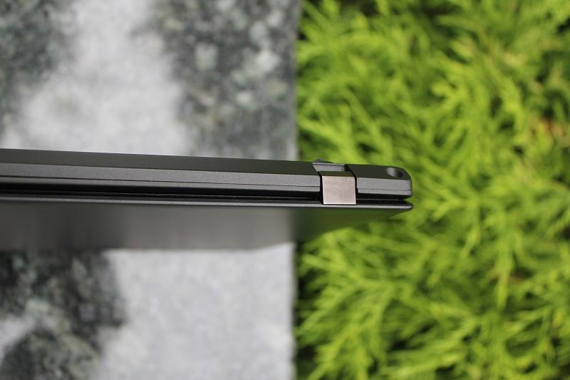 ThinkPad X240s 後側面の角をチェック