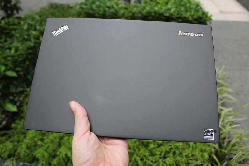 hinkPad X240sは手にしっくりくる質感